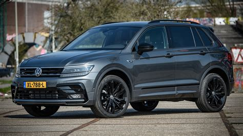 The volkswagen tiguan is an affordable compact suv with elegant styling and seating for seven. Tiguan R-Line Black Style nu in Nederland