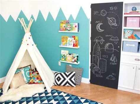 applique murale chambre bebe déco montagne dans la chambre de bébé