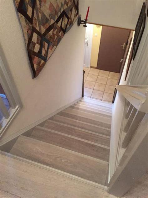 recouvrir un escalier en bois avec du parquet rnover des escaliers en bois avec une peinture
