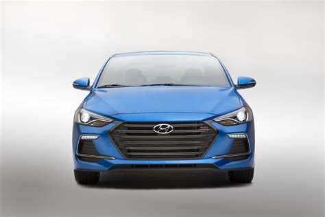 hyundai reveals the new elantra sport