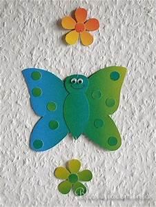Fensterdeko Zum Aufhängen : basteln mit kindern basteln mit papier schmetterling fensterbild b ~ Frokenaadalensverden.com Haus und Dekorationen