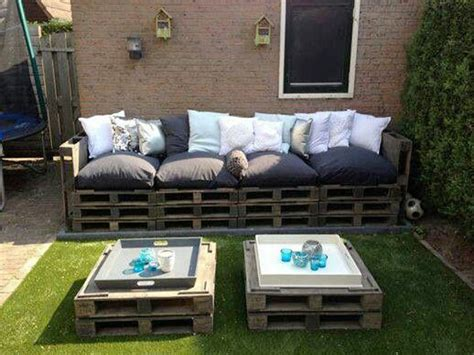 faire un canapé avec des palettes faire un canape en palette pour le salon de jardin