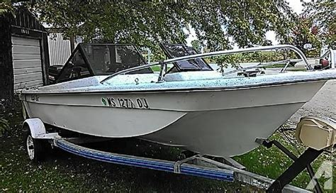 Fiberglass Fishing Boat Hulls For Sale by 16 Ft Tri Hull Fiberglass Fishing Boat W 50 Hp Mariner