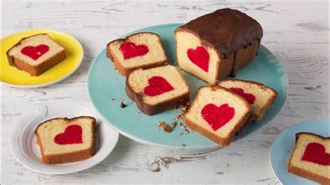 Kuchen Muster by R 252 Hrkuchen Mit Herz Surprice Inside Cake Patch Cake