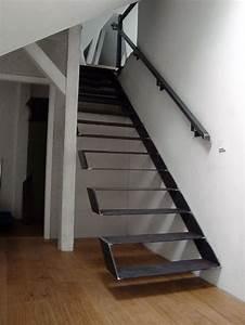 Handlauf Für Treppe : frei kragende treppe mit handlauf treppe pinterest handlauf stahltreppen und metallbau ~ Markanthonyermac.com Haus und Dekorationen