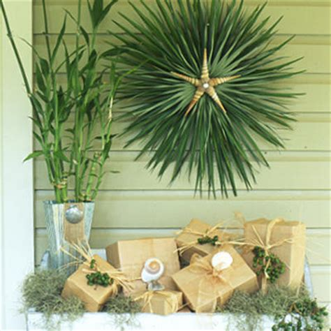 holiday ornaments palm frond wreath easy
