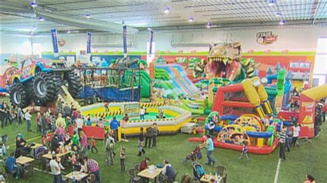 un immense parc de jeux gonflables au stade leclerc ici radio canada ca