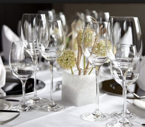 bicchieri sia bicchieri e stoviglie brillanti e puliti