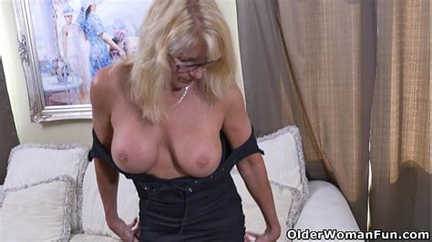 Canadian Milf Bianca Strips Off And Plays Xvideos