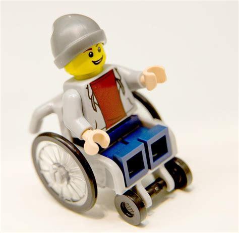RollstuhlMännchen Eine LegoFigur sorgt für Emotionen WELT