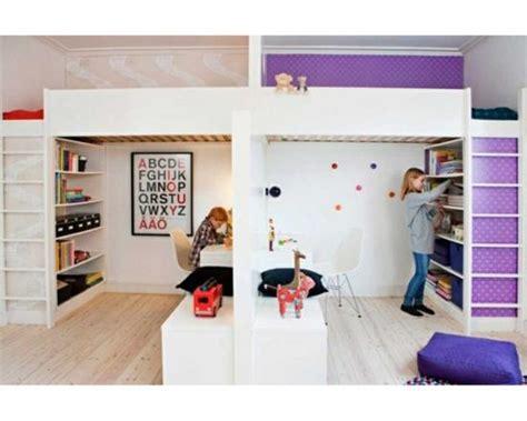 chambres pour enfants partager la chambre en deux avec des lits mezzanines