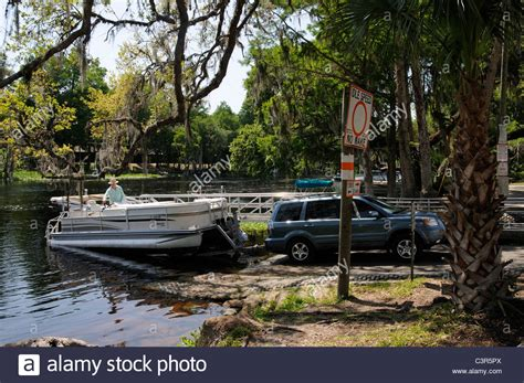 Rainbow River Boat R by Bringing A Pontoon Boat Ashore From The Rainbow River At