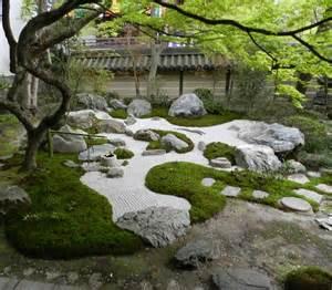zen sand garden at eikando zenrin ji tokyo kyoto