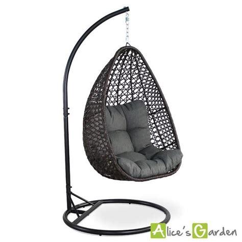 fauteuil suspendu uovo en r 233 sine tress 233 e marron et coussin 233 pais gris loveuse suspendue si 232 ge