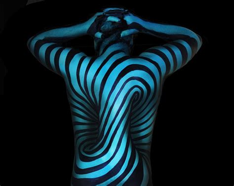 Wonderfully Disorienting 3d Illusion Body Paintings Optical Art Nedir Illusion Explanation Text Sad Fine Arts Radio Colleges In India Liberal Rankings Uk Media Paper