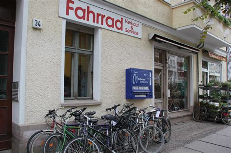 fahrradgeschaeft mit fahrradschlauch automaten fahr rad