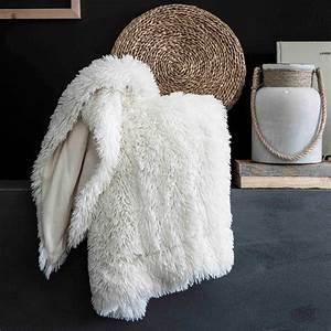 Plaid Fourrure Blanc : plaid en fausse fourrure linge de lit kiabi 19 00 ~ Nature-et-papiers.com Idées de Décoration