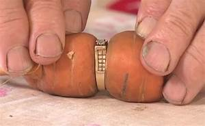 woman loses engagement ring and finds it on carrot 13 With carrot wedding ring
