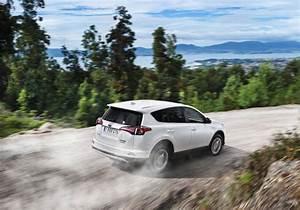 Fonctionnement Hybride Toyota : toyota rav4 hybride combinaison gagnante automobile ~ Medecine-chirurgie-esthetiques.com Avis de Voitures