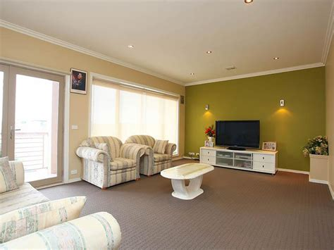 bright wall colors for living room