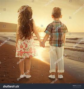 Gallery For > Boy And Girl Holding Hands In Love