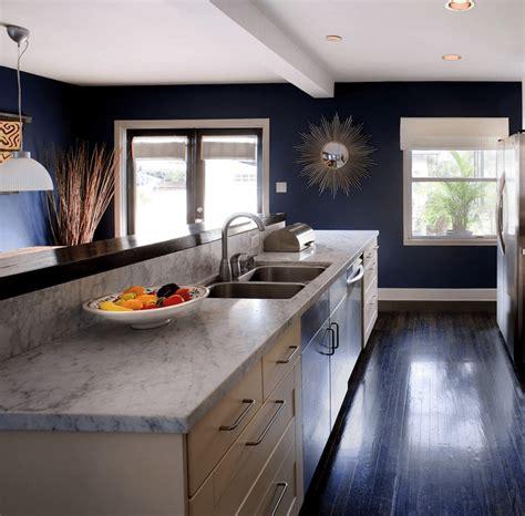 cuisine blanche et bleue cuisine bleu gris canard ou bleu marine code couleur et