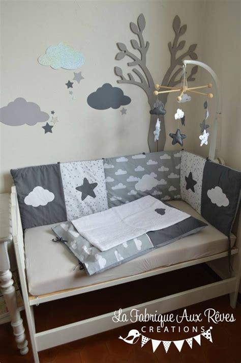 chambre bebe gris blanc décoration chambre bébé gris foncé gris clair blanc