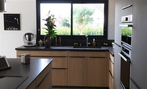 magasin de cuisine lyon réalisations cuisine en bois avec verrière de cuisines