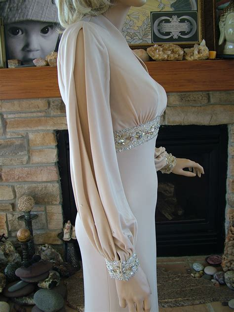 fits  butter ultimate  screen siren gown