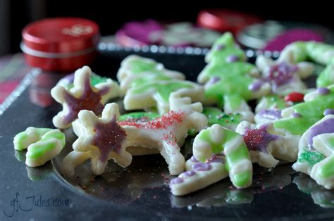 When you use a pastry bag (plus a tip) with a thick frosting, you have way. Easy Gluten Free Cookie Icing - Gluten free recipes - gfJules - with the REAL Jules