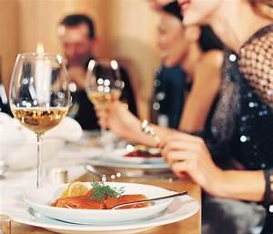 Tips for Hosting Christmas Dinner Guest Post}