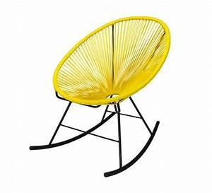 Fauteuil Acapulco Jaune : d clin en rocking chair ce fauteuil acapulco jaune la fois vintage et compl tement tendance ~ Teatrodelosmanantiales.com Idées de Décoration