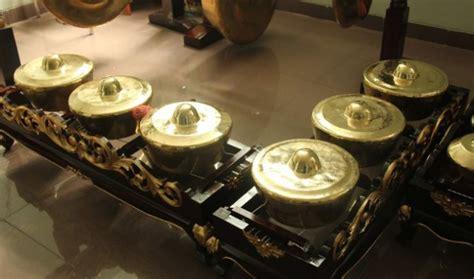 Alat musik ritmis adalah alat musik yang hanya dijadikan sebagai pengiring saja. Mengenal Alat Musik Tradisional Asli Indonesia - Tokopedia Blog