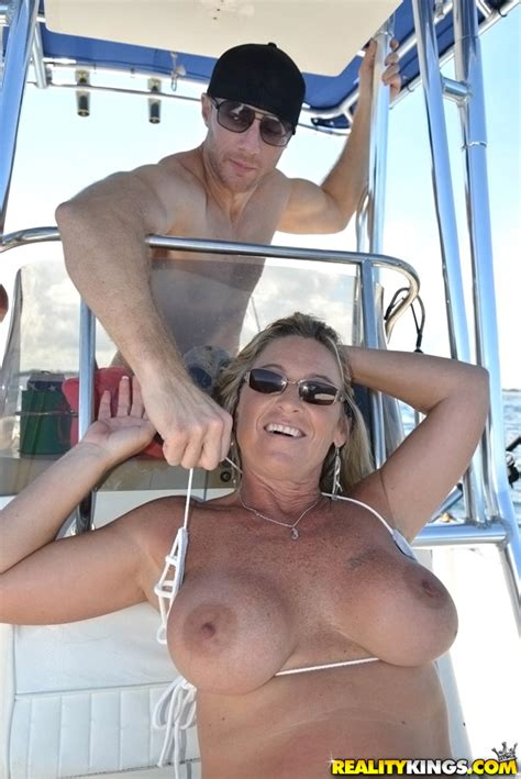 Mature Woman Went To A Vacation Milf Fox