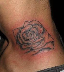 Tatouage Cou Homme : photo tatouage de rose sur le cou d 39 un homme ~ Nature-et-papiers.com Idées de Décoration