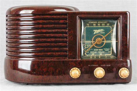 1941 Zenith Art Deco Radio Model 6d512