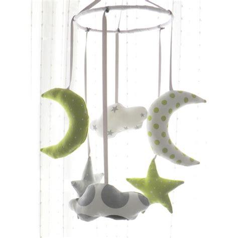 mobile chambre bébé mobile pour lit de bébé thème étoiles et pois pour