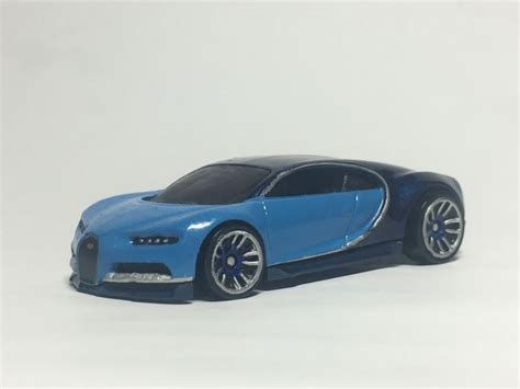 Diecast car w/led display welly bugatti chiron, silver w alloy model 1:32. Challenging Of Car: Bugatti Chiron Hot Wheels 2020