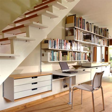 bureau astucieux rangements astucieux sous l 39 escalier