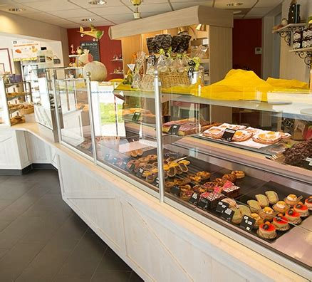 vitrine magasin boulangerie patisserie occasion table de lit a roulettes