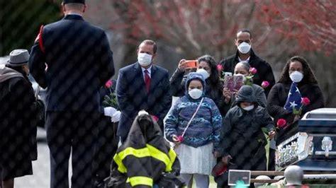 Bệnh nhân được chuyển viện đến bệnh viện trong tình trạng sốc, suy hô hấp lúc 4 giờ sáng ngày 1/6/2021. Cùng dự đám tang ở Mỹ, 6 người tử vong vì Covid-19