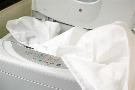 Should We Use Washing Machine For Curtain Cleaning?