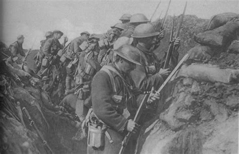 canadian expeditionary soldiers fixing bayonets