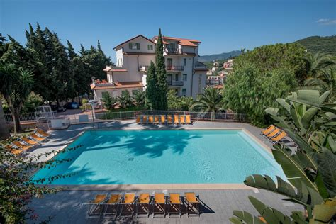 Vacanza Pietra Ligure by Residence In Liguria Con Spiaggia Per Vacanze Con Cani