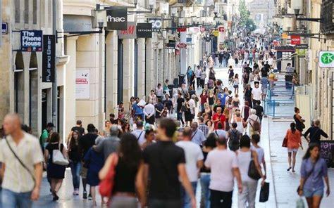 magasin ouvert le dimanche perigueux les commerces de la rue sainte catherine ouverts le dimanche font de bonnes affaires sud ouest fr