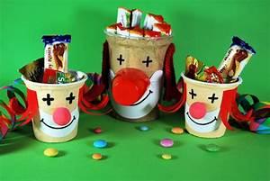 Basteln Mit Plastikbecher : clowns aus joghurtbechern kinderspiele ~ Orissabook.com Haus und Dekorationen