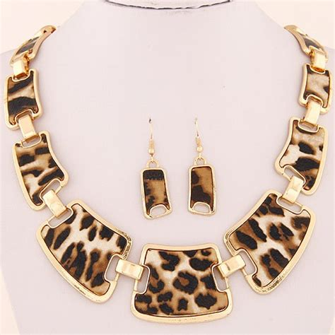 leopard prints linked irregular blocks necklace