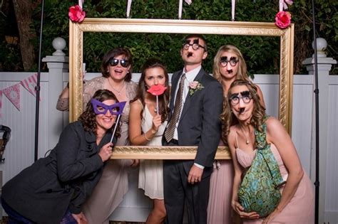 contoh dekorasi photobooth unik  pernikahan wedding