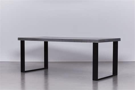 betonnen tafel antraciet onderstel staal zwart de