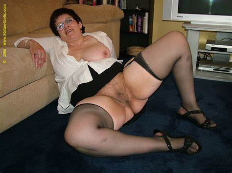 Skirts Of Kitty And Wives Donned Stepmom Housewife Willinlgy Showing T